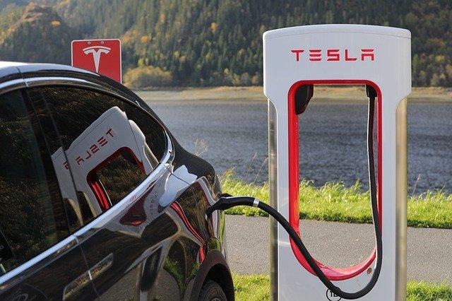 テスラの充電スタンド